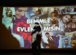 Perde İçin Hazırlanan Montaj Video Klip ile Evlilik Teklifi Organizasyonu