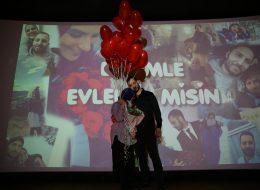 Uçan Balonlar Eşliğinde Sinemada Evlilik Teklifi Organizasyonu