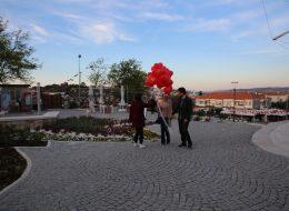 Kırmızı Kalpli Uçan Balonların Eş Adayına Takdim Edildiği An