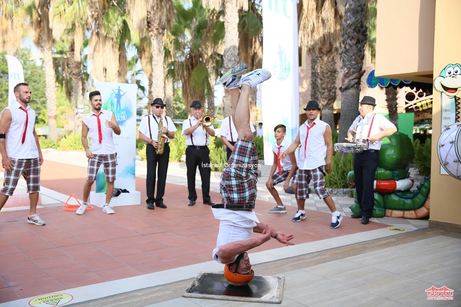 Canlı müzik ve danslar ile restoranlar Tiflis