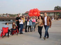 Kırmızı Kalpli Uçan Balonlar ile Evlenme Teklifi Organizasyonu İstanbul