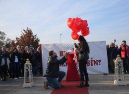 Gün Batımında Dev Pankart ile Evlilik Teklifi Organizasyonu İstanbul