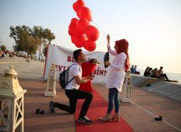 Kırmızı Halıda Heyecanlı Evlilik Teklifi Organizasyonu