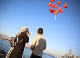 Helyumlu Uçan Balonların Gökyüzüne Bırakıldığı An