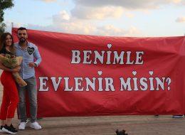 Dev Pankartla Evlenme Teklifi Organizasyonu İstanbul