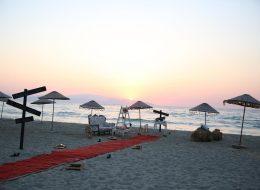 Deniz Kenarında Retro Vintage Dekorla Evlilik Teklifi Organizasyonu