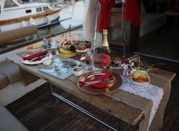 Masa Süsleme ve Teknede Evlilik Teklifi Organizasyonu İstanbul
