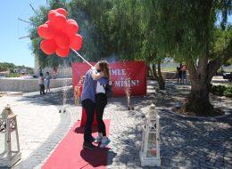 Yel Değirmenlerinde Sürpriz Evlenme Teklifi Organizasyonu Uçan Balonlar ve Yer Volkanları