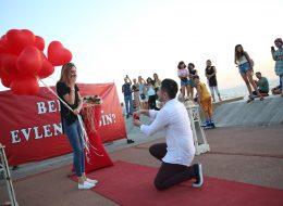 Benimle Evlenir Misin Yazılı Dev Pankartla Evlilik Teklifi Organizasyonu İstanbul