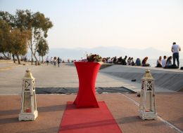 Bistro Masa Çiçek Buketi ve Denizci Fenerleri Eşliğinde Evlilik Teklifi Organizasyonu İstanbul
