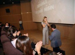 Arkadaşlarla Birlikte Sinemada Evlenme Teklifi Organizasyonu