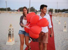 Kırmızı Kalpli Uçan Balonlar Eşliğinde Sürpriz Evlilik Teklifi Organizasyonu