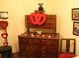 Dekoratif Objeler Eşliğinde Otel Odasında Sürpriz Evlilik Teklifi Organizasyonu