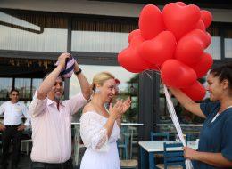 Kırmızı Kalpli Uçan Balonların Eş Adayına Verildi An İskelede Evlilik Teklifi Organizasyonu Kilyos