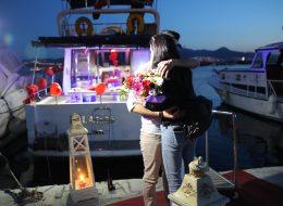 Gül Buketleri ile Teknede Evlilik Teklifi Organizasyonu