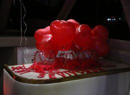Cam Fanuslar ve Uçan Balonlar Eşliğinde Teknede Evlenme Teklifi Organizasyonu